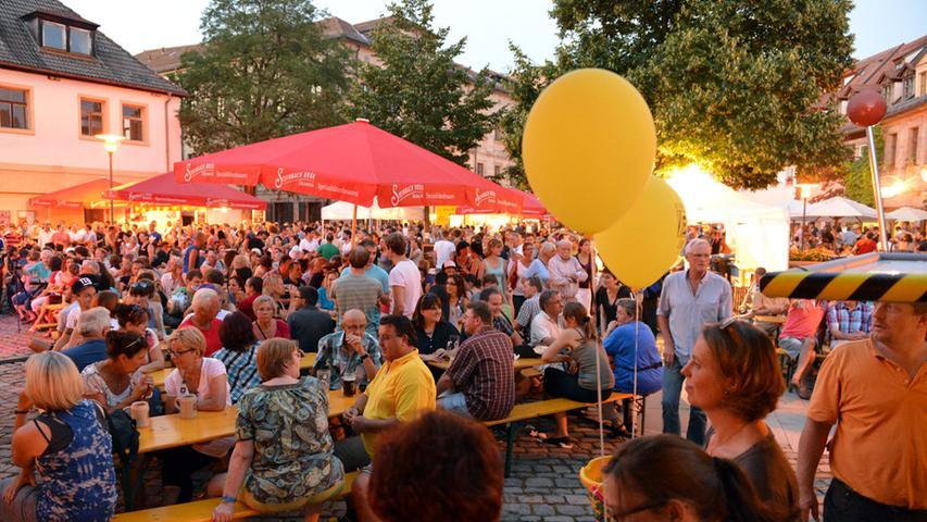 Tausende Besucher feiern das 20. Altstadtfest in Erlangen