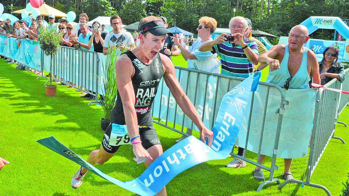 Er konnte es selbst kaum fassen: Tobias Heining gewann völlig überraschend den Kurztriathlon - noch dazu mit neuem Streckenrekord.
