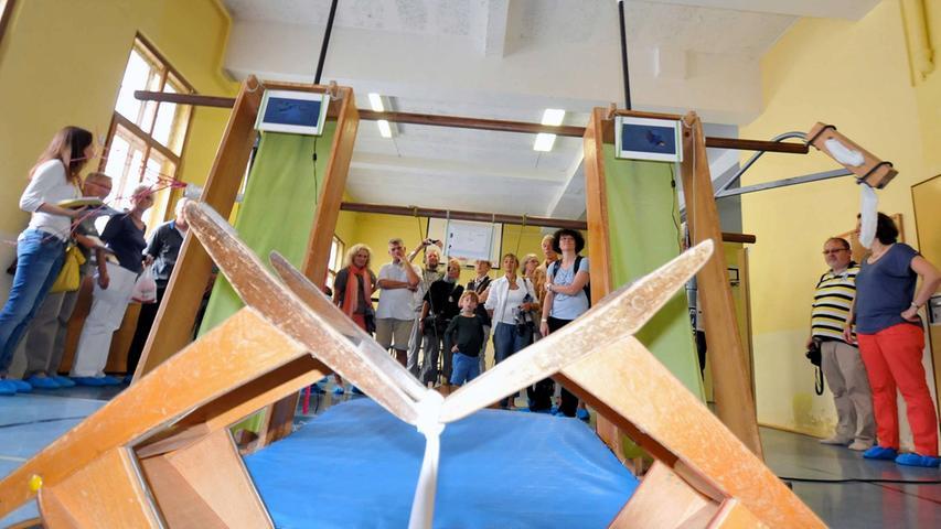 ... die in der Turnhalle des alten Deutschen Gymnasiums zu sehen ist, ...
