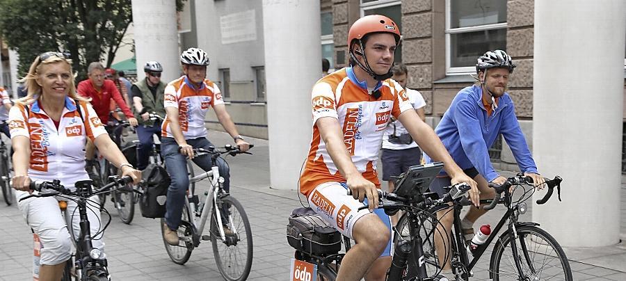 Sebastian Frankenberger, seit 2010 Bundesvorsitzender der ÖDP, besuchte 2013 auf einer Radtour in drei Monaten alle bayerischen Stimmkreise. Er kämpfte dafür, dass die Ökodemokraten diesmal den Sprung in den Landtag schaffen.