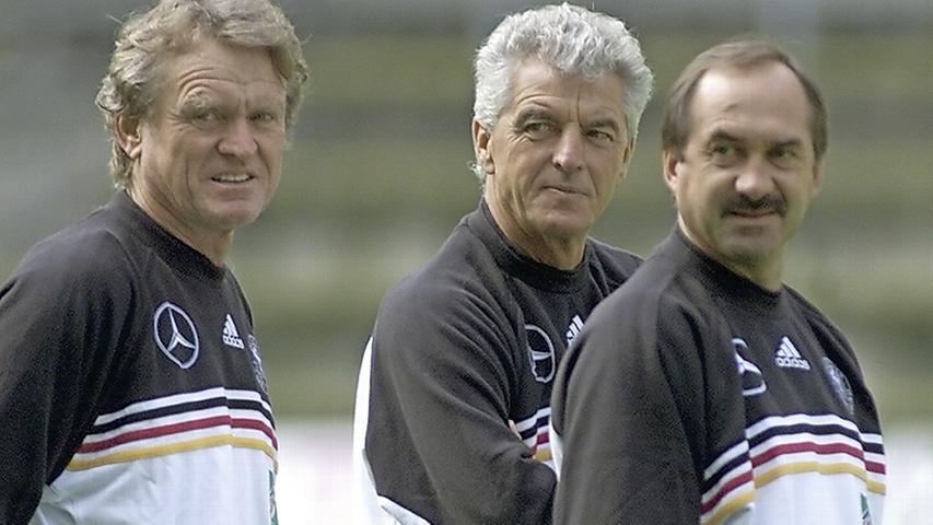 Dem nächsten Bundestrainer konnten derweil auch der Maiers Sepp und Uli Stielike nicht wirklich helfen. Nach einer sieglosen EM-Vorrunde war für Sir Erich Ribbeck - 1988 als Leverkusener Coach Uefa-Pokal-Sieger - und Gespannpartner Stielike wieder Schluss.
