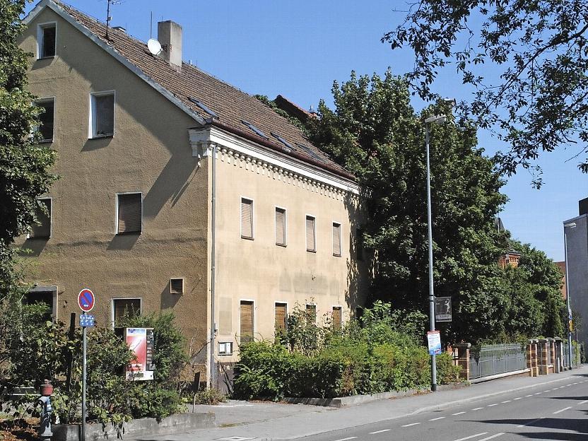 Inzwischen steht das Gebäude in der Südlichen Ringstraße 12 leer. Es wird bald abgerissen und macht dann neuen Wohnungen Platz.