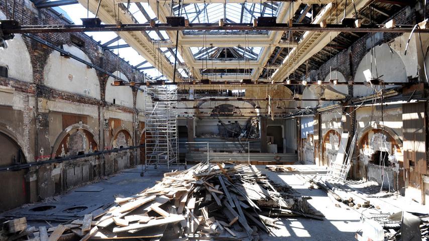 Blick in den Festsaal kurz vor dem Abriss
