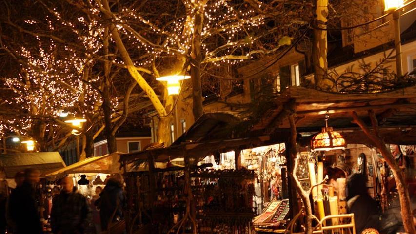 Historischer Weihnachtsmarkt ErlangenWo? Marktplatz | Wann? 23. November - 23. Dezember | Öffnungszeiten: Montag - Samstag 10.30 - 22 Uhr, Sonntag 11 bis 21 Uhr