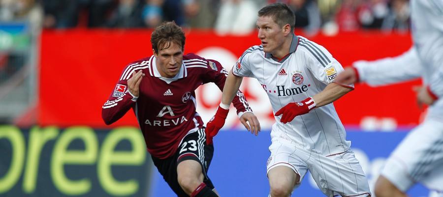 In der Winterpause der Saison 2009/10 wechselte Ottl (hier im Duell mit Bastian Schweinsteiger) gemeinsam mit Breno auf Leihbasis an den Valznerweiher. Bis auf eine Auswechslung spielte er in allen 17 nachfolgenden Partien und in den erfolgreich gestalteten beiden Relegationsspielen durch. In seinem letzten Ligaspiel für den Club gelang dem späteren Augsburger per Freistoßhammer sein erstes Tor, zugleich der 1:0-Siegtreffer gegen den 1. FC Köln. 2014 beendete Ottl seine aktive Karriere.
