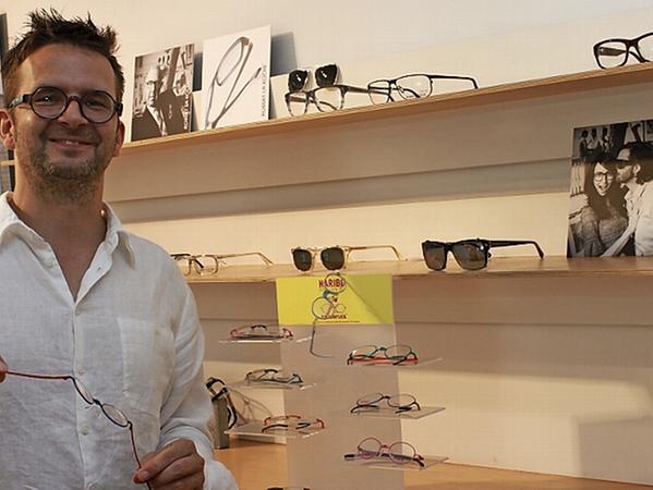 """Farbenfrohe Kinderbrillen mit flexiblen Bügeln gehören zum Angebot des Ladengeschäfts """"Sichtwerk"""" des Optikermeisters Matthias Kröniger."""