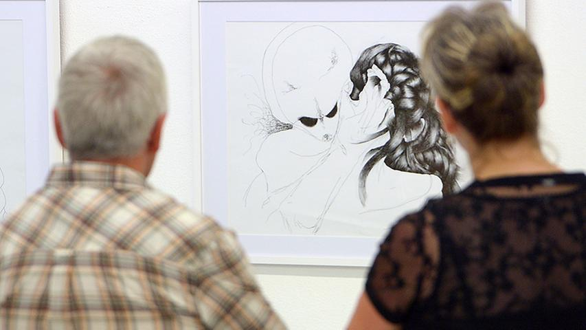 Sabine Roidl beschränkt sich als Zeichnerin mit Stift oder Füller auf das Wesentliche.
