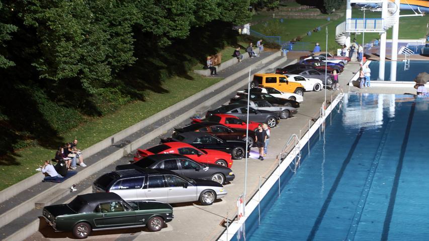 Von Ford über Chrysler bis hin zu Chevrolet: Besonders Freunde amerikanischer Oldtimer kamen im Stadionbad vollends auf ihre Kosten.