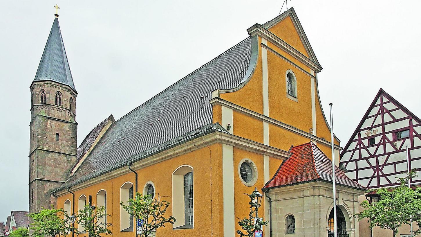 In der Heidecker Stadtpfarrkirche gab Georg Härteis von der Diözese Eichstätt gestern eine Erklärung zu den Missbrauchsvorwürfen gegen den örtlichen Geistlichen ab, der seit Dienstag in Untersuchungshaft sitzt.
