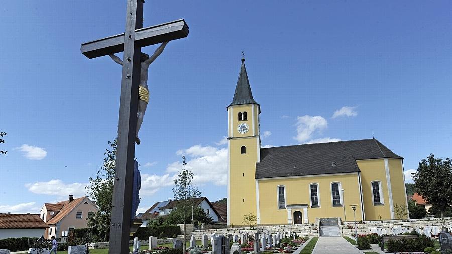 Die Pfarrkirche in Reichertshofen. Am Sonntag in der Frühmesse wurden die Gläubigen von dem Verdacht unterrichtet.