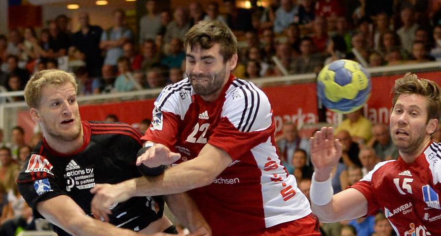 Erster Torschütze der angelaufenen Saison: Christoph Nienhaus (li.) warf das 1:0 für den HCE.