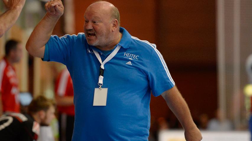 Die rasante Aufholjagd der Auer brachte das Blut von HCE-Coach Frank Bergemann in Wallung.