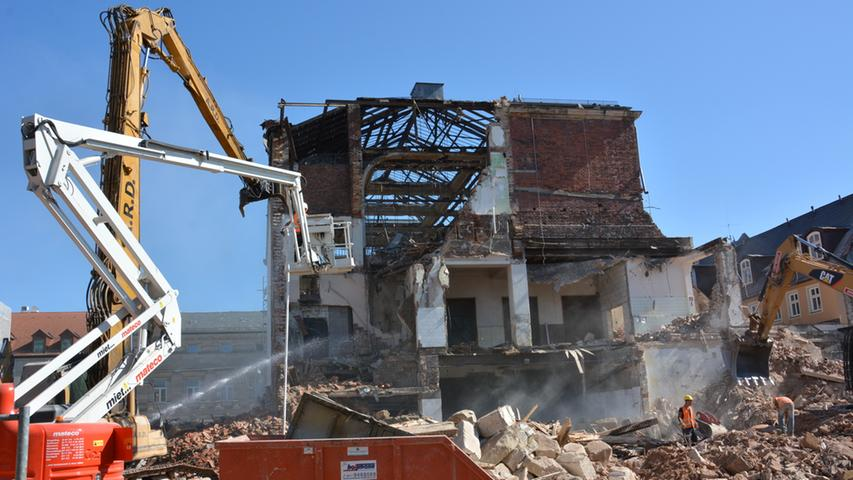 Die Geschichte des Festsaals endet: Am Donnerstag hat der Abriss begonnen.