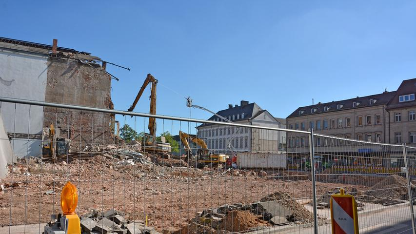 Blick auf die Großbaustelle von der Hallstraße aus.