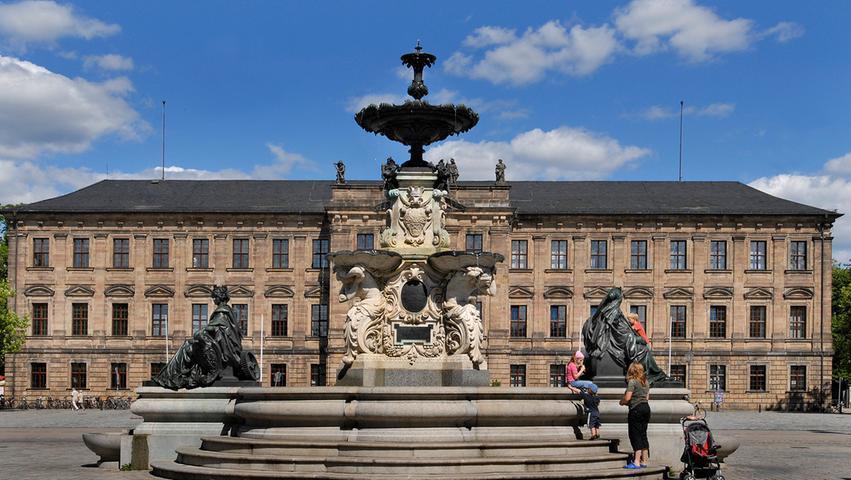 In Erlangen wurden 6662 Straftaten registriert. Die Häufigkeitszahl (Straftaten je 100.000 Einwohner) beträgt 6307.