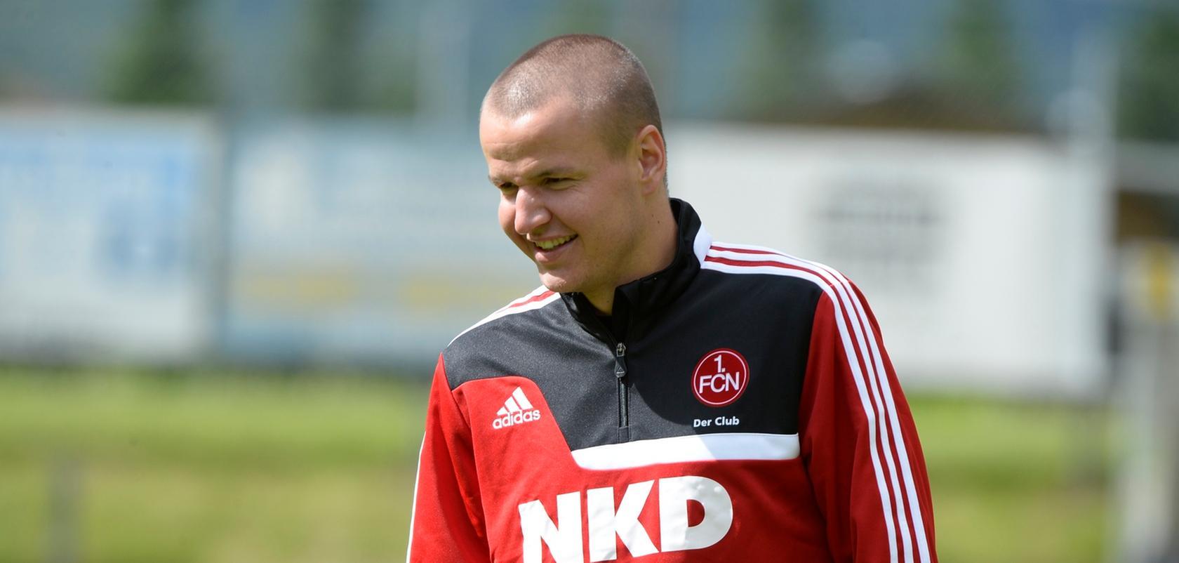 Hat gut lachen: Adam Hlousek fährt mit nach Braunschweig.