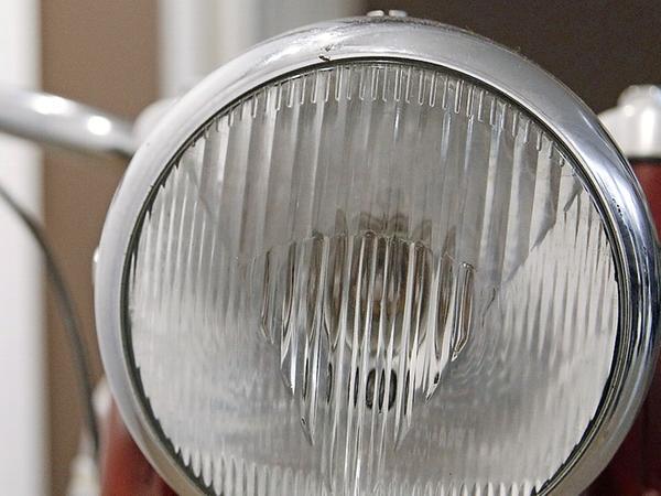 Pure Motorrad-Nostalgie mit vielen schönen Details: Von der Express Radex 125 mit dem Küchen-Doppelkolbenmotor sind nach Expertenauskunft maximal 500 Stück gebaut worden. Vermutlich haben nur fünf Exemplare überlebt.