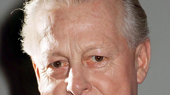Mit 124 von 193 Stimen wurde 1988 Max Streibl (CSU) nach dem Tod von Franz Josef Strauß zum Ministerpräsidenten gewählt. Ganz im Sinne seines monumentalen Vorgängers beschwor Streibl, nachdem 500 Demonstranten beim 1992er Weltwirtschaftsgipfel in München festgenommen wurden, die