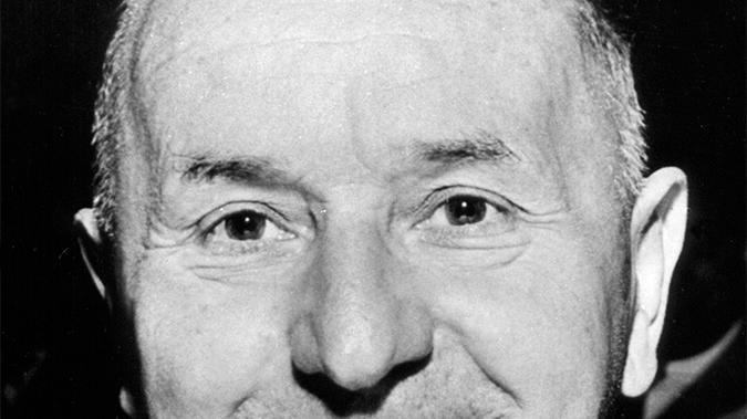 1933 wurde Hanns Seidel als Mitglied der Bayerischen Volkspartei (BVP) von den Nationalsozialisten verhaftet und emigrierte nach Litauen. Nach dem Zweiten Weltkrieg kehrte der Jurist nach Deutschland zurück, wurde Mitglied der CSU und war 1957 bis 1960 bayerischer Ministerpräsident. Er trat aus gesundheitlichen Gründen zurück.