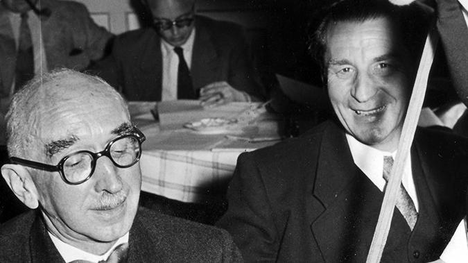 Fritz Schäffer (BVP und CSU, links) war 1945 der erste Bayerische Ministerpräsident nach dem Zweiten Weltkrieg. Er wurde von der amerikanischen Militärregierung eingesetzt und diente gleichzeitig als Leiter des Bayerischen Finanzministeriums.