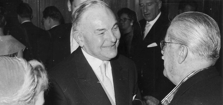 Hans Ehard wurde 1946 zum Bayerischen Ministerpräsident und Mitglied des Länderrates des amerikanischen Besatzungsgebietes gewählt. Neben Wilhelm Hoegner ist er der einzige Ministerpräsident nach dem Zweiten Weltkrieg, der zweimal ins Amt gewählt wurde.