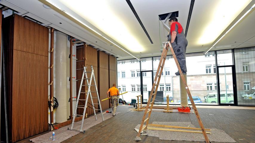 Im Inneren des Gebäudes an der Veilhofstraße 8 sägen und hämmern noch die  Handwerker.