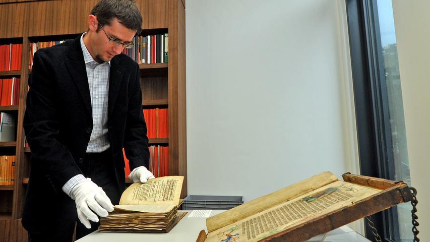 Unter den Dokumenten befinden sich wertvolle Raritäten, wie der  stellvertretende Leiter des Archivs, Dr. Daniel Schönwald, berichtet.
