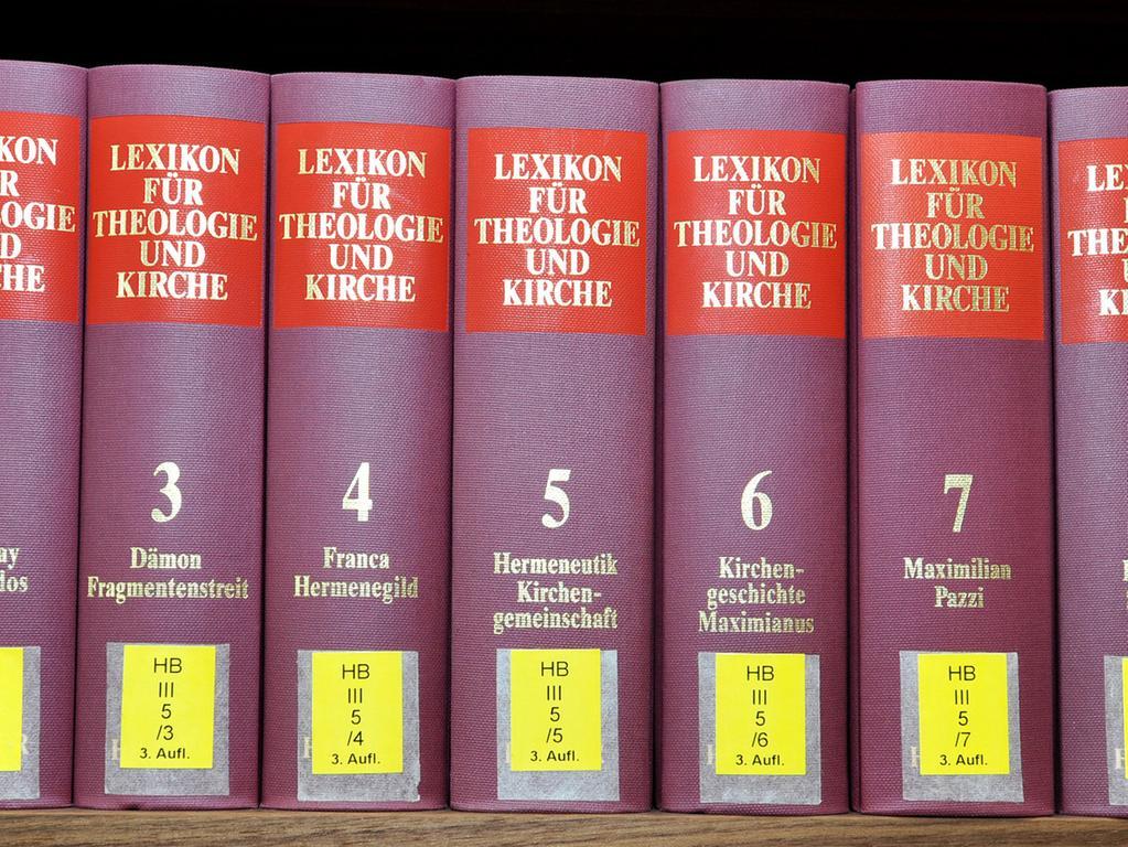 In dem Archiv können die 1540 bayerischen evangelischen Gemeinden ihre  Unterlagen abgeben oder sich für ihr Pfarrarchiv fachliche Unterstützung holen.