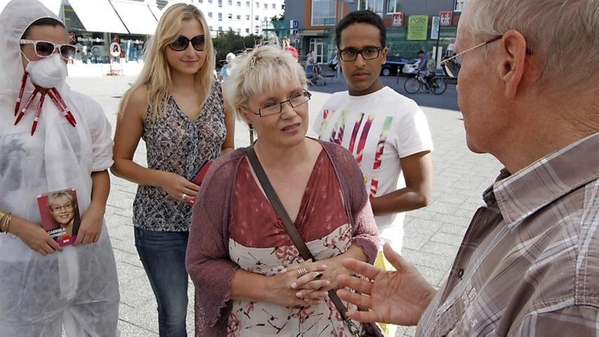 Die Nürnbergerin Gabriela Heinrich (mitte) wurde in ihrem Wahlkreis  wurde in seinem heimischen Wahlkreis, Nürnberg-Nord, in den Bundestag gewählt.  (Klicken Sie hier für mehr Infos zu Gabriela Heinrich)