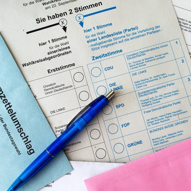 Briefwahlunterlagen für die Bundestagswahl 2013 mit Stimmzettel