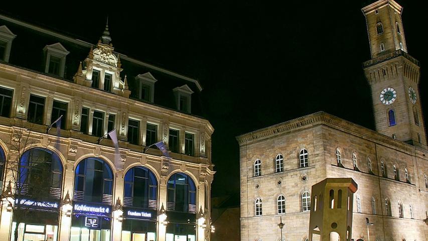 Mit einem neuen Beleuchtungskonzept wurde der Platz auch nachts verschönert.