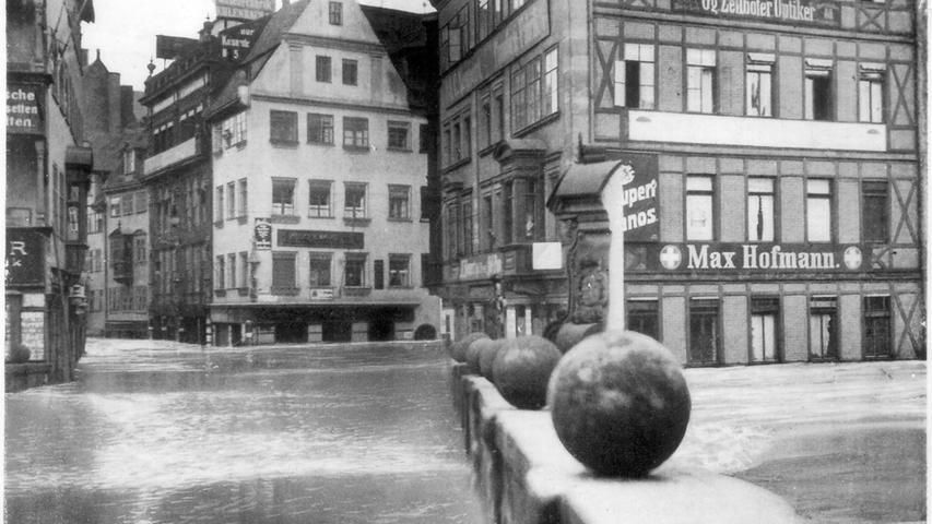Genau 4,67 Meter Wasserstand zeigte der Messpegel neben der Museumsbrücke am 5. Februar 1909 an. Die Fluten drängten aus dem engen Pegnitzbett in weite Teile der Sebalder Altstadt.