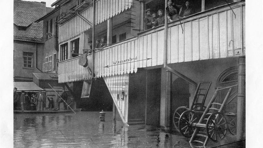 Im Spitalhof markierte man an der Wand, wie hoch das Wasser stand.