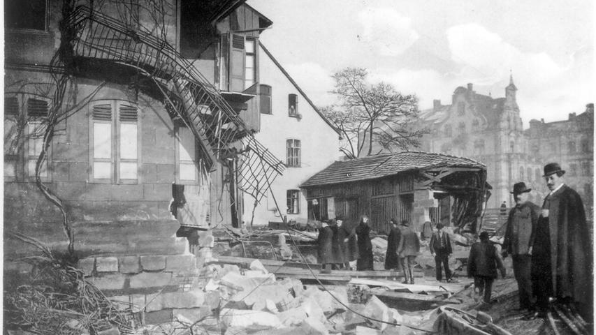 Die Häuser auf Höhe der Kleinweidenmühle hatte es besonders schwer getroffen.