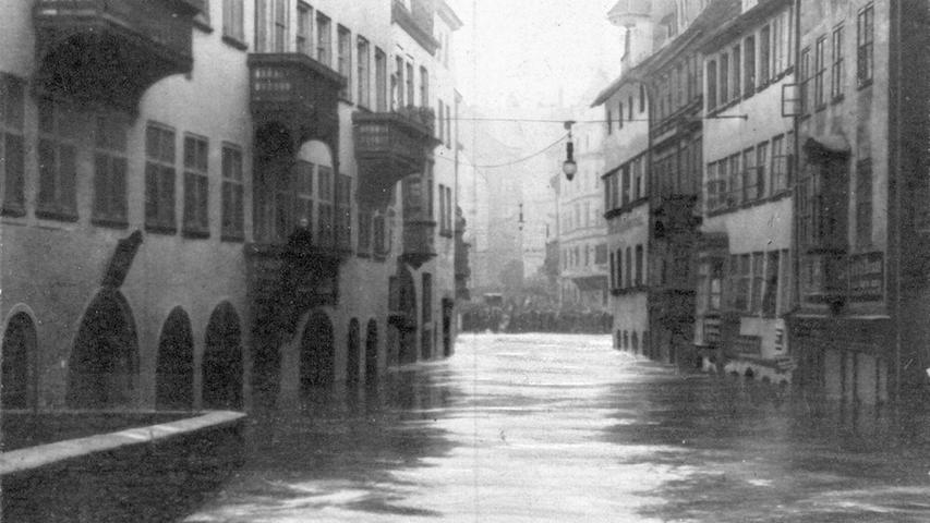 ...bahnten sich ihren Weg durch die Stadt, hier durch die Karlstraße.