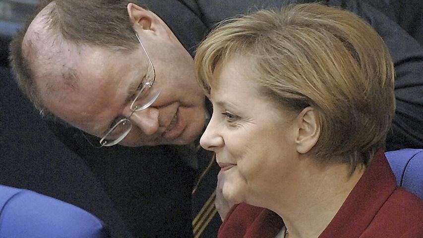 Ein Bild aus längst vergangenen Tagen: Peer Steinbrück war Finanzminister im ersten Kabinett Angela Merkels.