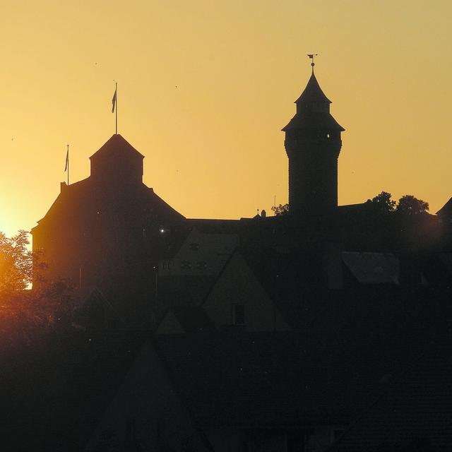 Nürnberg rutscht im Vergleich zu 2007 um 37 Plätze ab, schneidet im deutschlandweiten Vergleich mit Platz 100 aber immer noch gut ab. Der Zukunftatalas 2010 attestiert der Stadt durchaus Zukunftschancen. Im mittelfränkischen Ranking bekommt Nürnberg für den 4. Platz die Holzmedaille.