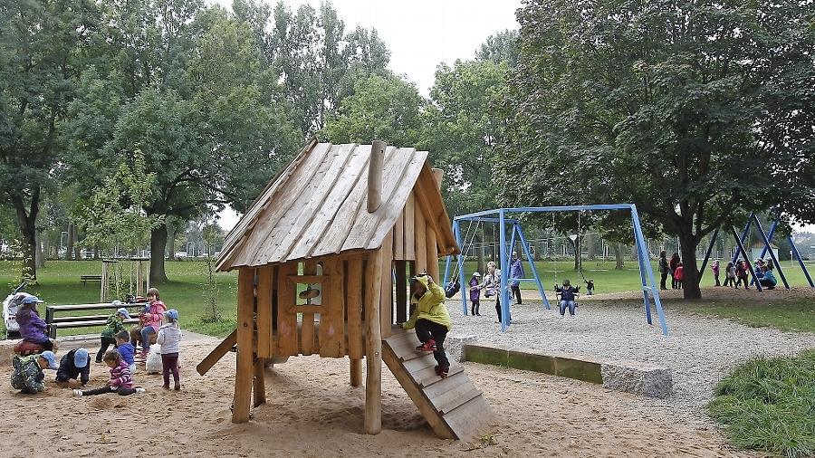 Viel los im Wiesengrund: Der Mehrgenerationenspielplatz soll junge und ältere Besucher anziehen.