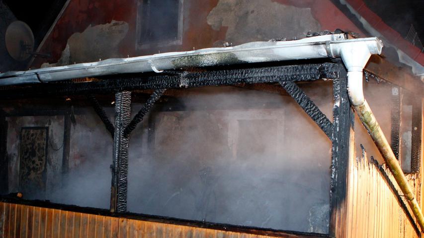 Menschen kamen bei dem Brand aber nicht zu Schaden und auch die Hauptgebäude blieben von den Flammen verschont.