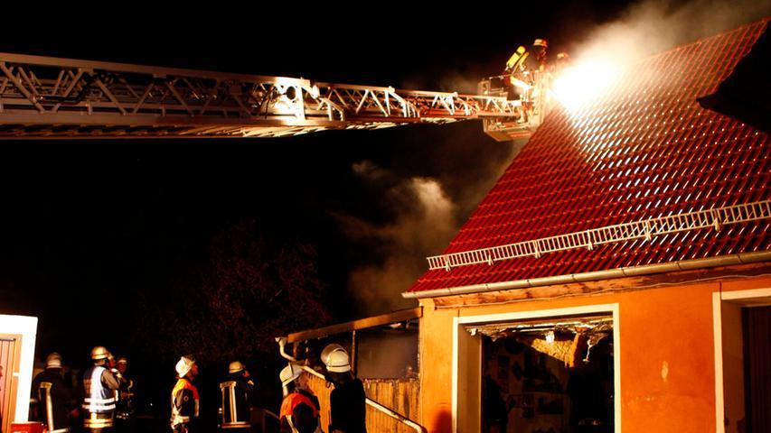 Feueralarm in Dentlein: Ein Wintergarten hat am Freitagabend Feuer gefangen.