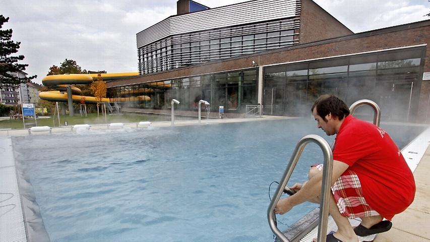 Freizeitparks, Saunabetriebe und Bäder darf man in Bayern seit Montag mit Test wieder besuchen.Die Nürnberger Hallenbäder sollen schon bald wieder öffnen, die Stadt bereitet gerade die Becken vor: Spätestens am 12. Juni soll es losgehen. Auch hier entfällt ab Donnerstag in Nürnberg die Testpflicht.