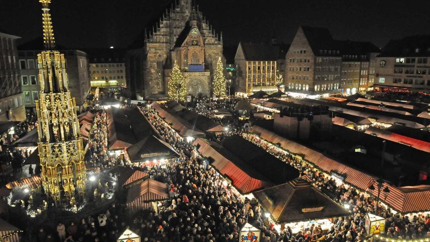 ...findet dort nämlich der weltberühmte Christkindlesmarkt statt.