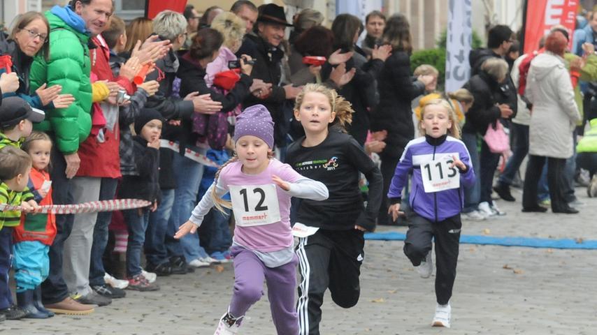 Die Bambinis liefen vom Marktplatz Richtung Boxlohe, ...