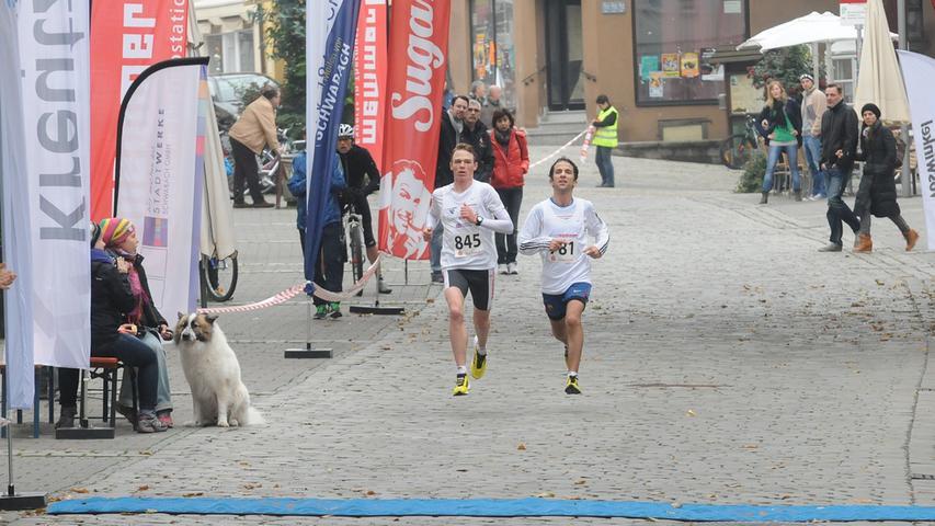 Der für das Team Memmert laufende Kammersteiner Sebastian Reinwand (auf dem  Bild links) lief mit seinem Team- und Trainingskameraden Joseph Katib ...