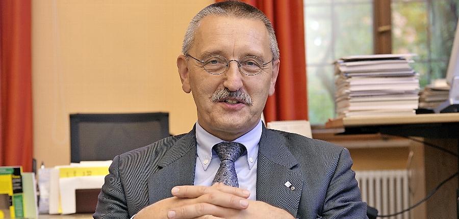 Wegen dem Streit um seine Nachfolge blieb Kanzler Thomas Schöck weiter im Amt.