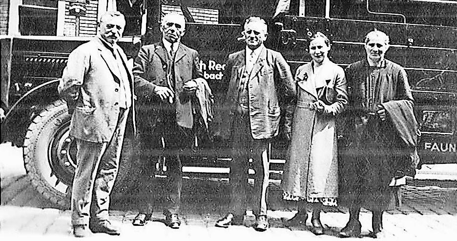 Eine Aufnahme aus dem Firmenarchiv: Der Firmengründer Heinrich Reck (Mitte) im Jahr 1938 bei einer Ausflugsfahrt.