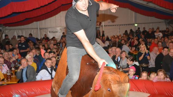 Fränkische Cowboys: Bullriding auf der Burker Kerwa
