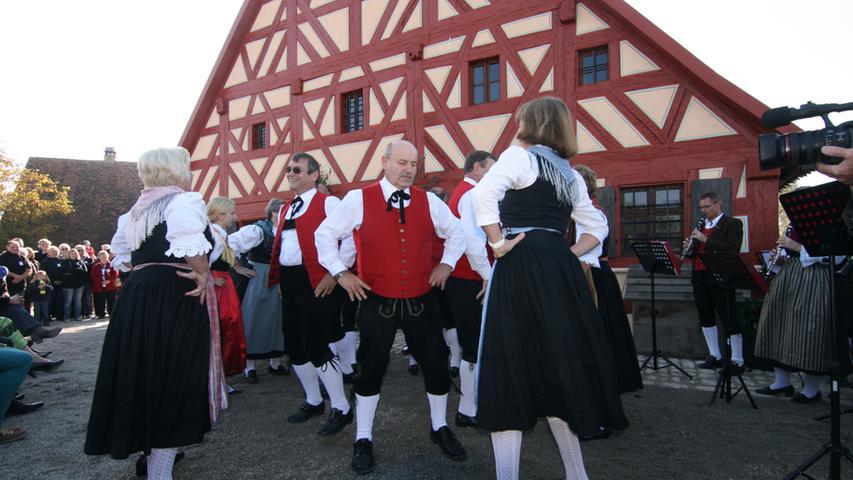 ...und blies zum Tanz für die angereiste Trachtengruppe.