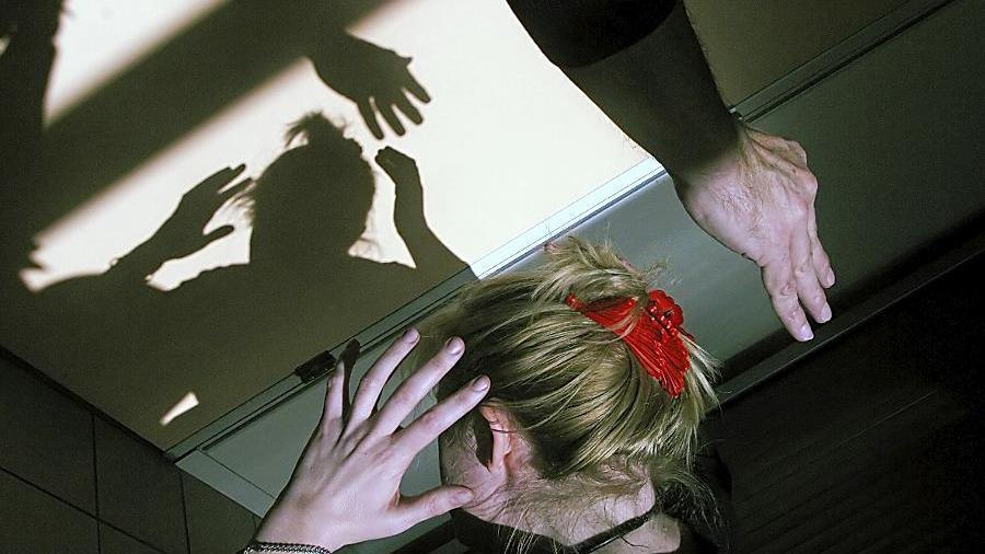 Die Gewalt an Frauen und Kindern hat zugenommen. (Symbolbild)