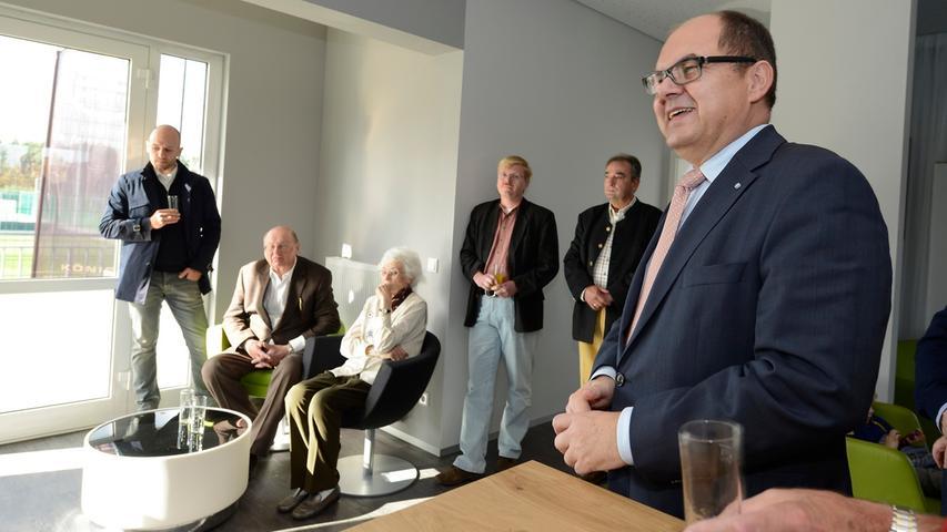 Um das Projekt voranzubringen setzte die Bahn für Mitte April 2011 einen Erörterungstermin fest. Nachdem Fürth diesen als verfrüht ansah und Staatssekretär Christian Schmidt (rechts) einschaltete, wurde die Veranstaltung fallen gelassen.